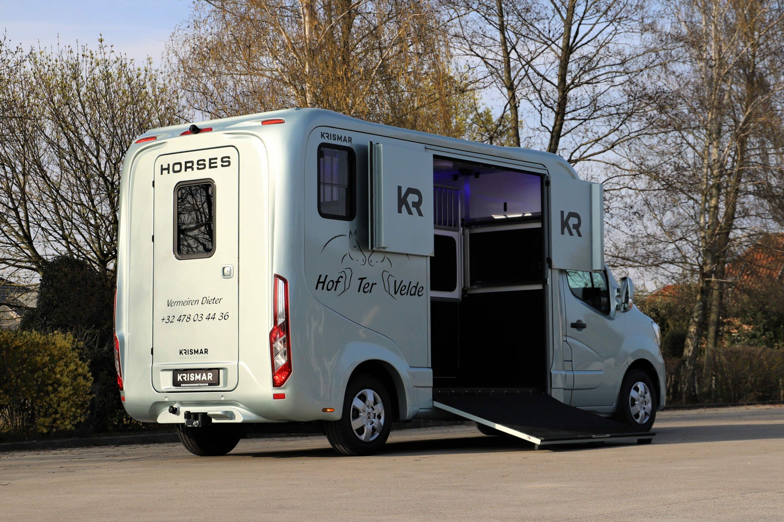 Krismar 2 paard horsetruck grijze kleur