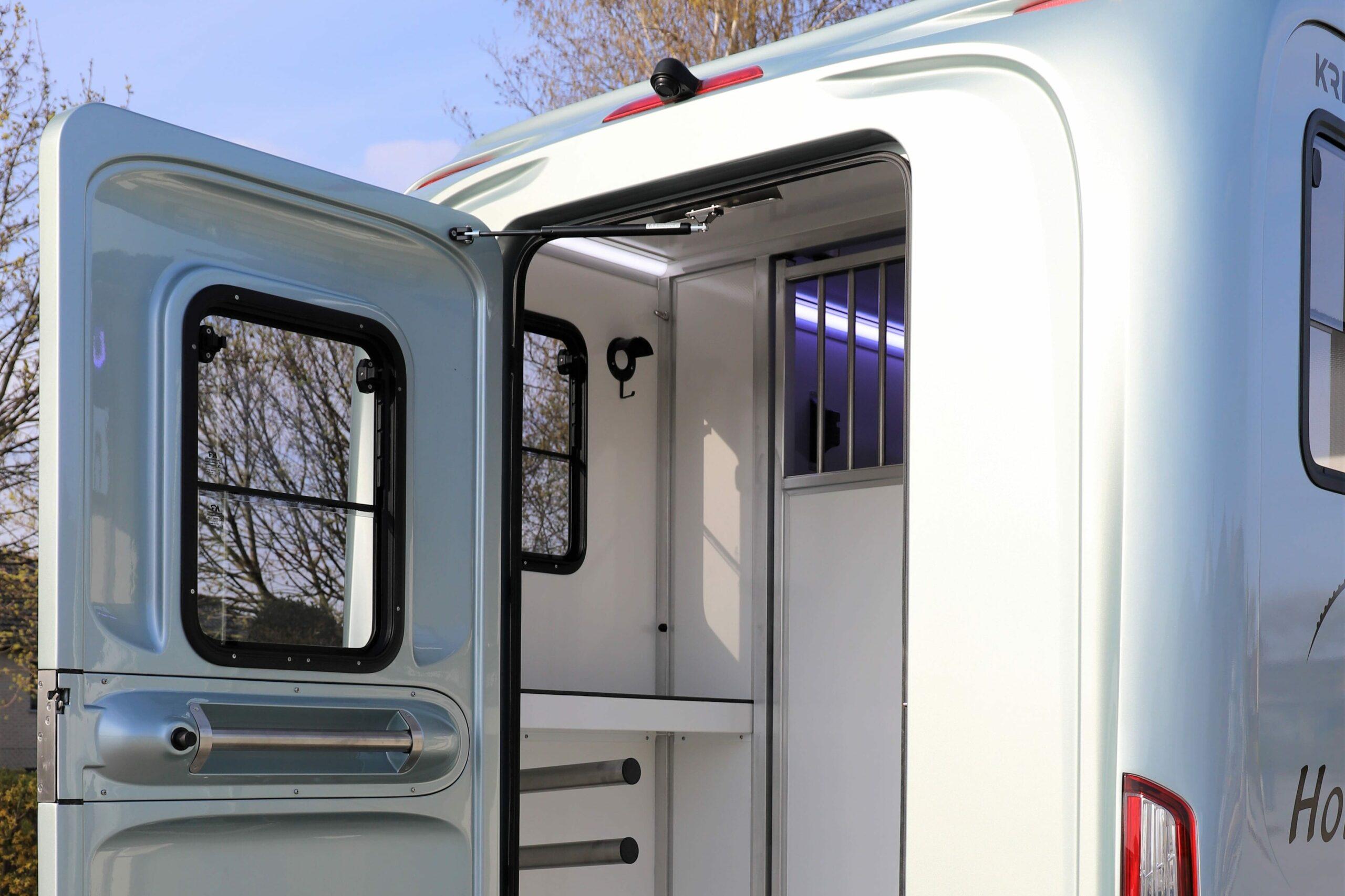 Zadelruimte van de Krismar 2 paard horse truck enkele cabine