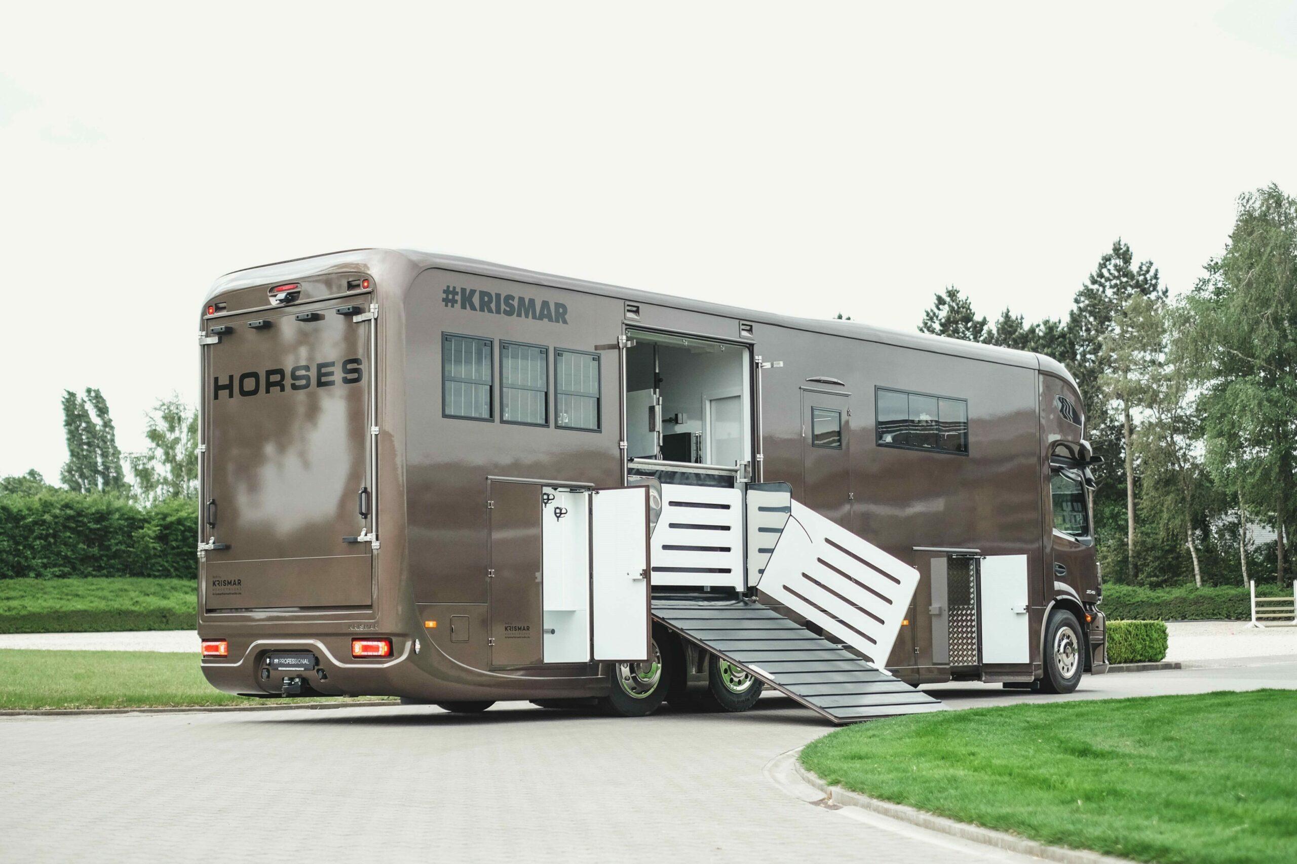 Krismar paardenvrachtwagen in bruine kleur