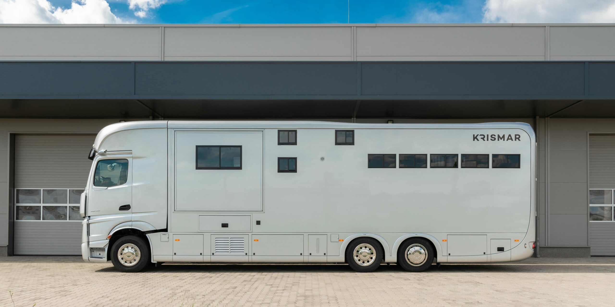 Krismar paardenvrachtwagen in witte kleur