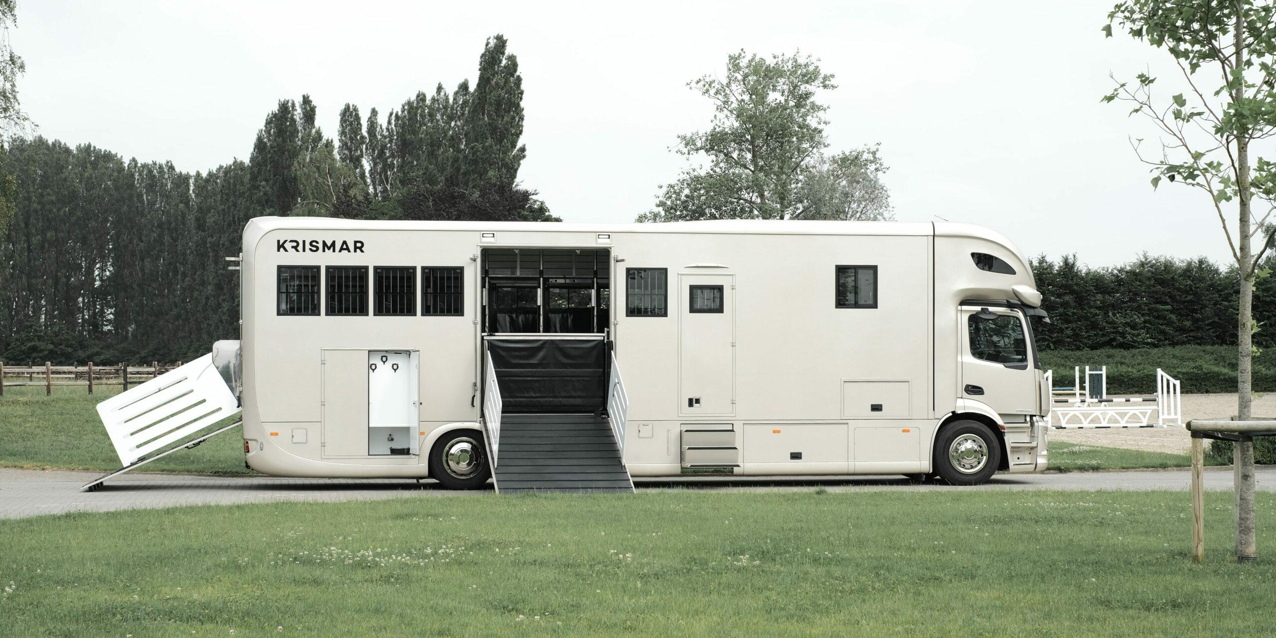 Krismar paardenvrachtwagen in beige kleur