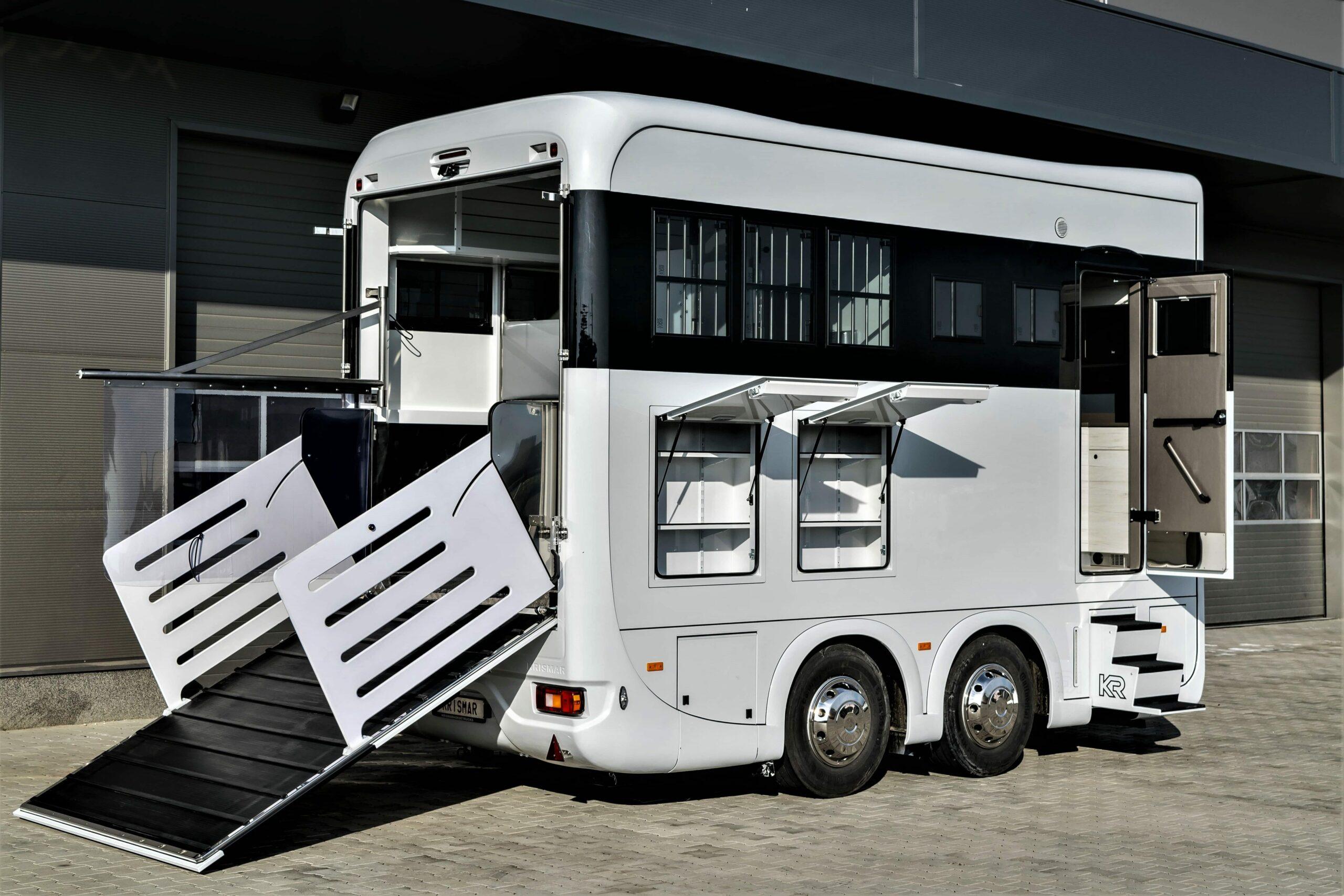 Krismar trailer 3 paarden en leefruimte
