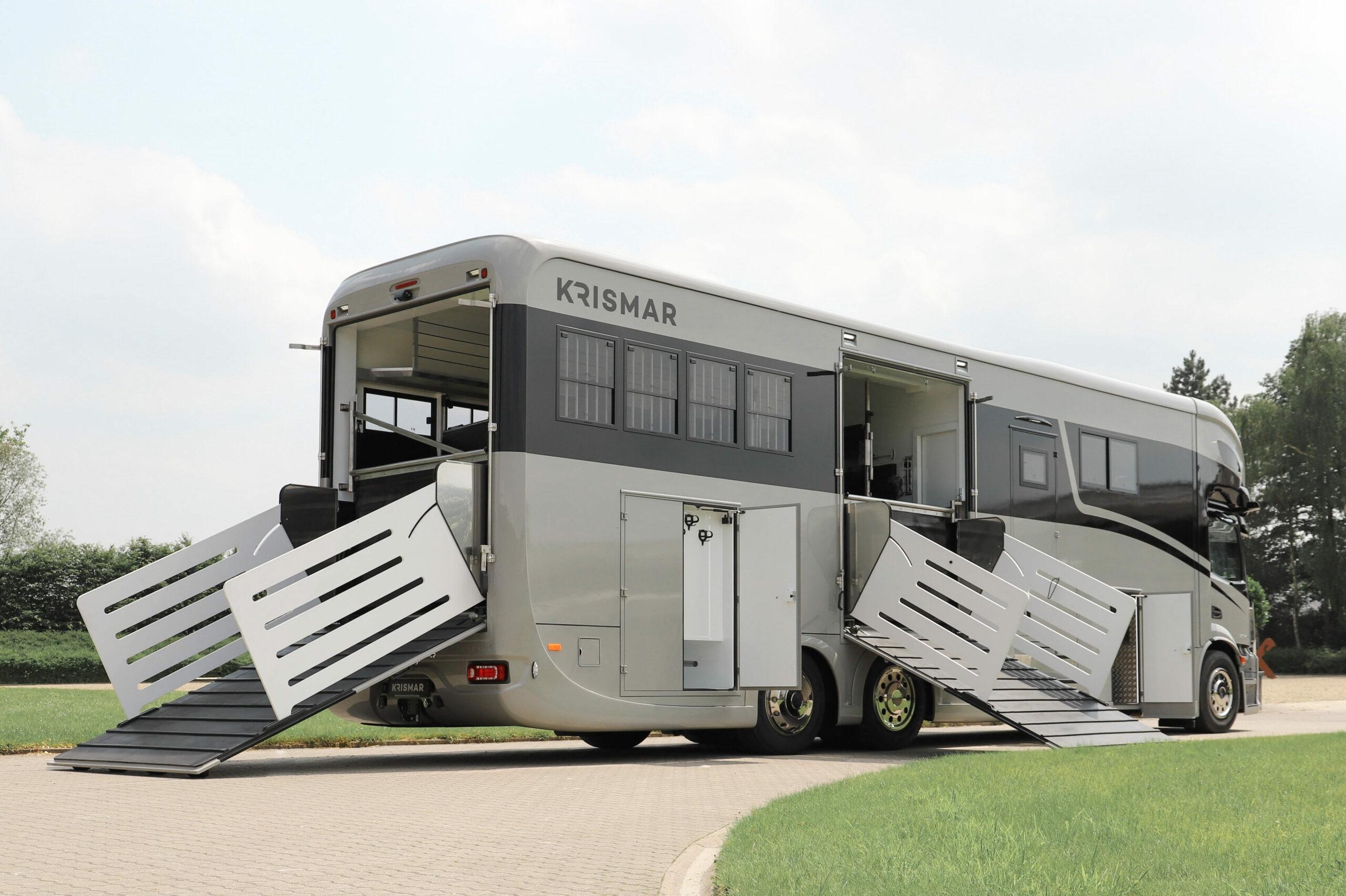 Krismar paardenvrachtwagen met zwarte optische lijn