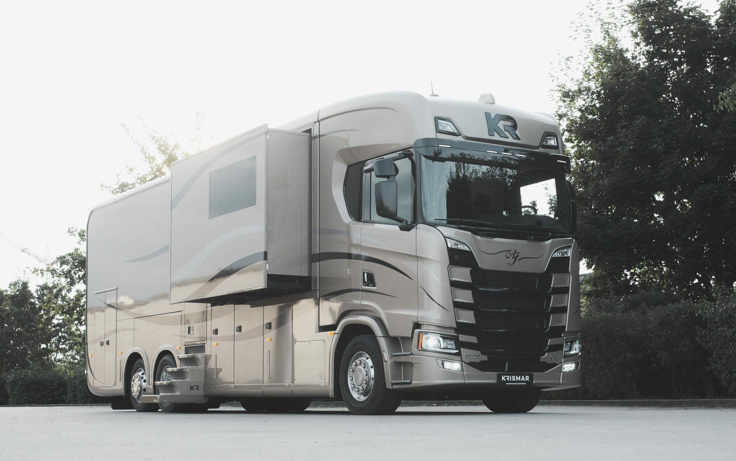 Een foto van een exclusieve Krismar Motorhome gebouwd op een Scania chassis.